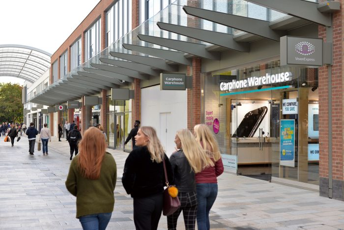 Projecting retail signage at The Lexicon shopping outlet in Bracknell by Octink